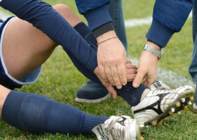 Strong forecasts for a fragile matter: sport injuries under the loss adjuster's lens